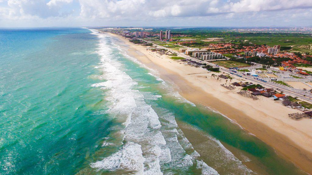 A Praia do Futuro é considerada como um dos principais pontos turísticos de Fortaleza. Perfeita para aproveitar com a família e amigos.