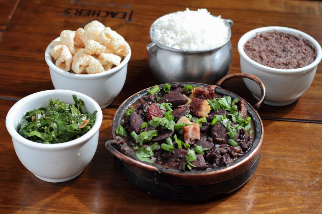 Vós Comidas Regionais Cantinho Do Frango Feijoada 7 1024x683 - Roteiro Gastronômico: os melhores lugares para descobrir a culinária cearense