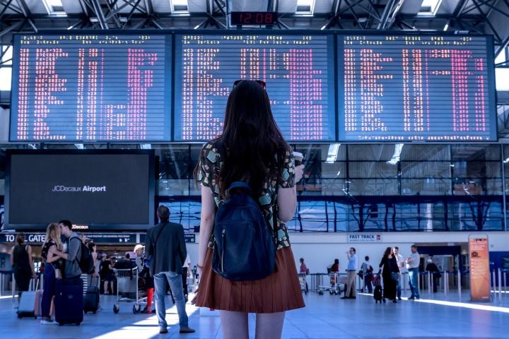 airport 2373727 1280 - Como encontrar passagens aéreas mais baratas
