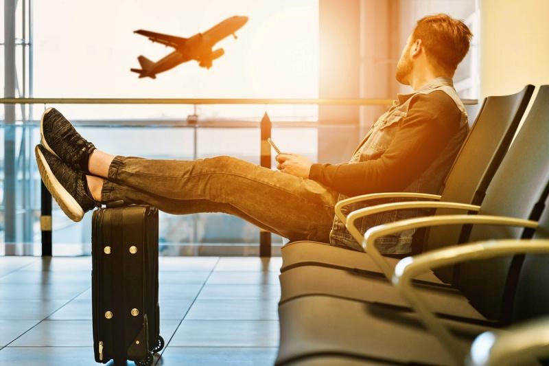 airport 3511342 1280 - Como encontrar passagens aéreas mais baratas