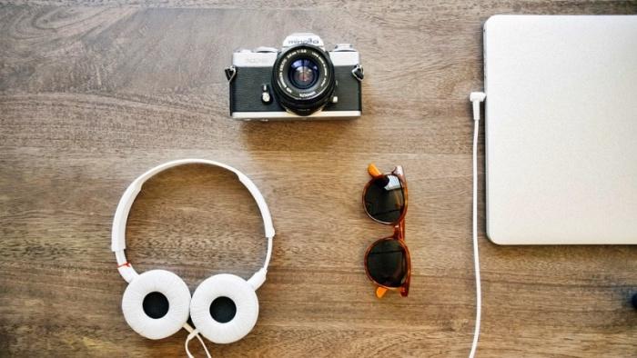 headphones 405886 960 720 1 - 10 álbuns essenciais para ouvir durante suas viagens