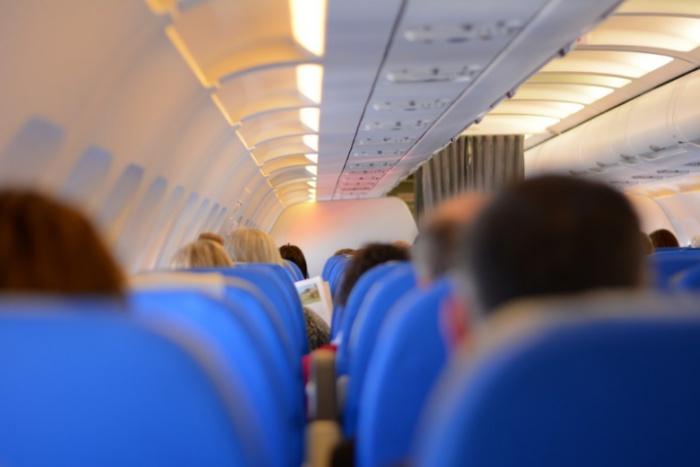 passengers 519008 1280 - Como encontrar passagens aéreas mais baratas