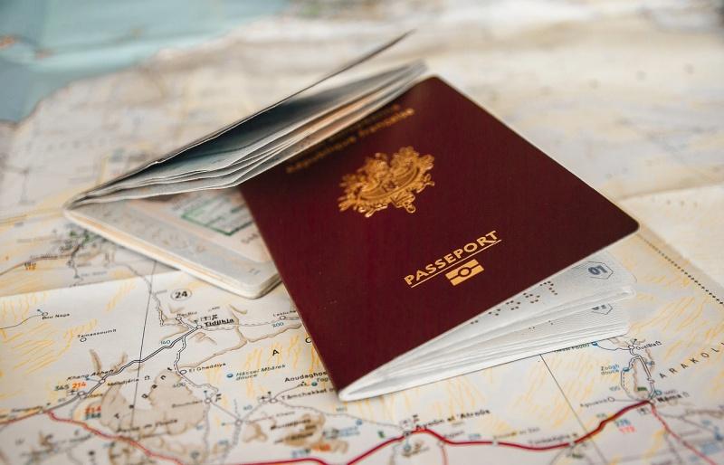 passport 3127934 1280 - Como encontrar passagens aéreas mais baratas