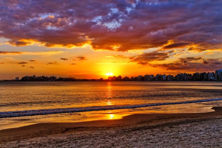 27756281318 60001cf16f k - Guarapari ES - Conheças as principais praias da cidade