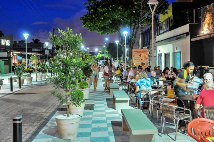 Bares e restaurantes localizados na Praia do Canto - passeios em Vitória