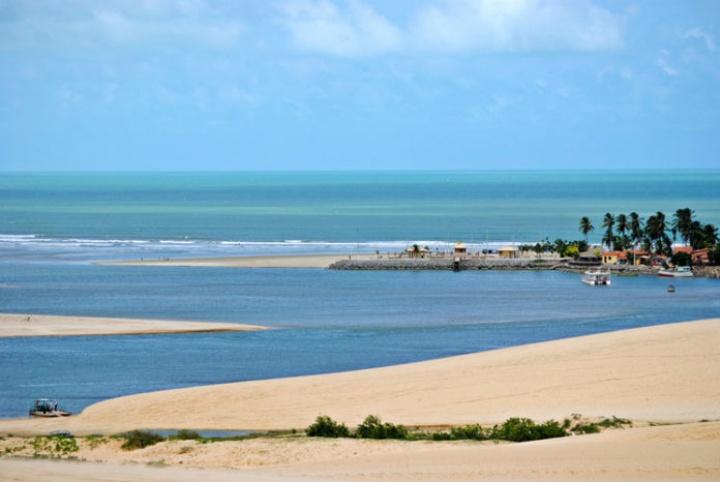Praia de Mundau 696x466 - Flecheiras - Roteiro de viagem e dicas sobre o destino