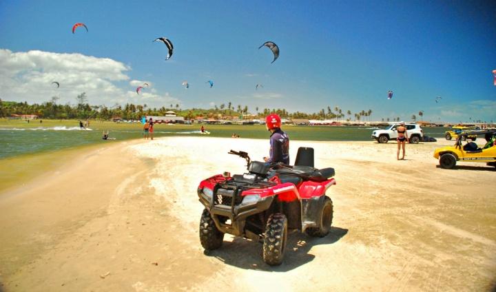 Passeio de quadriciclo na Praia do Cumbuco, Caucaia - CE