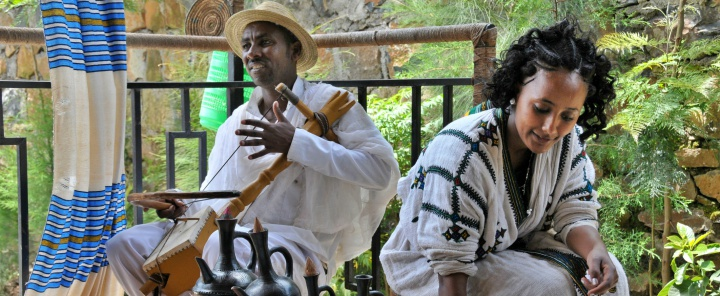 roupas tipicas na cerimonia do cafe - Cerimônia do Café Etíope - Um ritual sagrado cheio de tradições