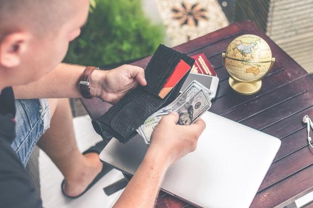 background cash close up 929288 - Checklist de viagem: dicas essenciais para qualquer viajante
