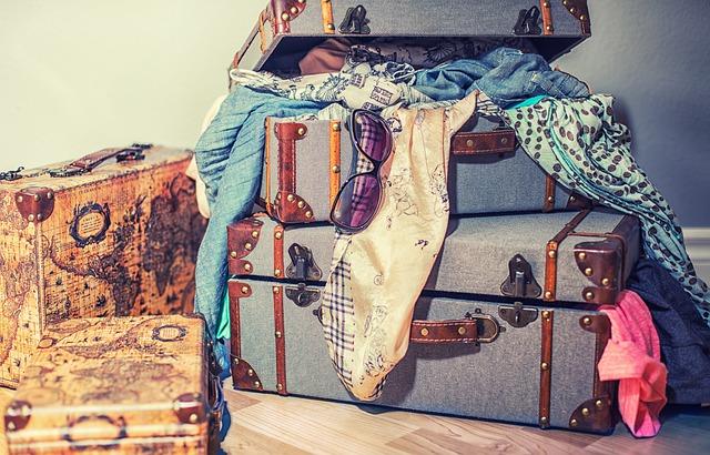 suitcase 4410369 640 - Checklist de viagem: dicas essenciais para qualquer viajante