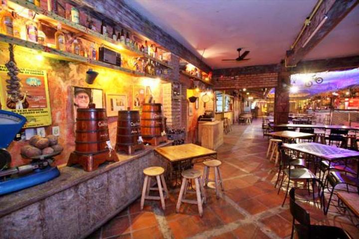 Arre Égua Bar, Fortaleza. Uma das melhores opções para dançar forró em Fortaleza. Noite em Fortaleza.