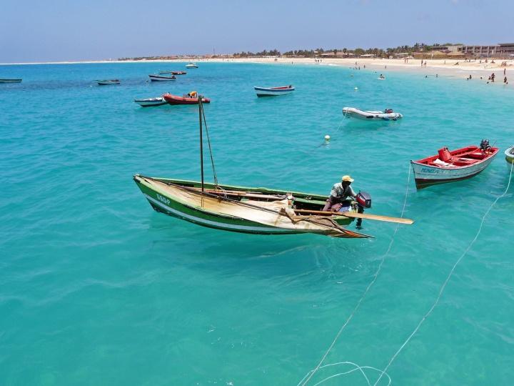 fisherman 678467 1280 - Descubra 9 países que falam português pelo mundo - além do Brasil