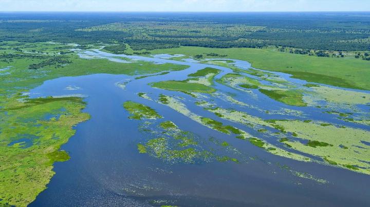 Imagem aérea do Rio Cuiabá, no Pantanal mato-grossense.