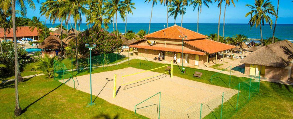 04 volei de praia resort salinas maragogi 1024x416 - Viajando em família? Conheça 5 resorts para se hospedar com os pequenos