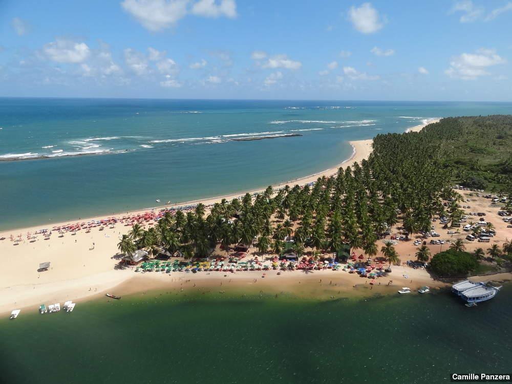 praia do gunga durante passeio de ultraleve - 10 praias paradisíacas para você curtir no litoral de Alagoas