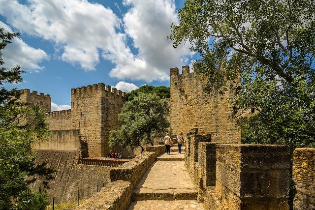 área–interna–castelo–são–jorge 1 - O que fazer em Lisboa: 10 passeios e atrativos para sua primeira viagem