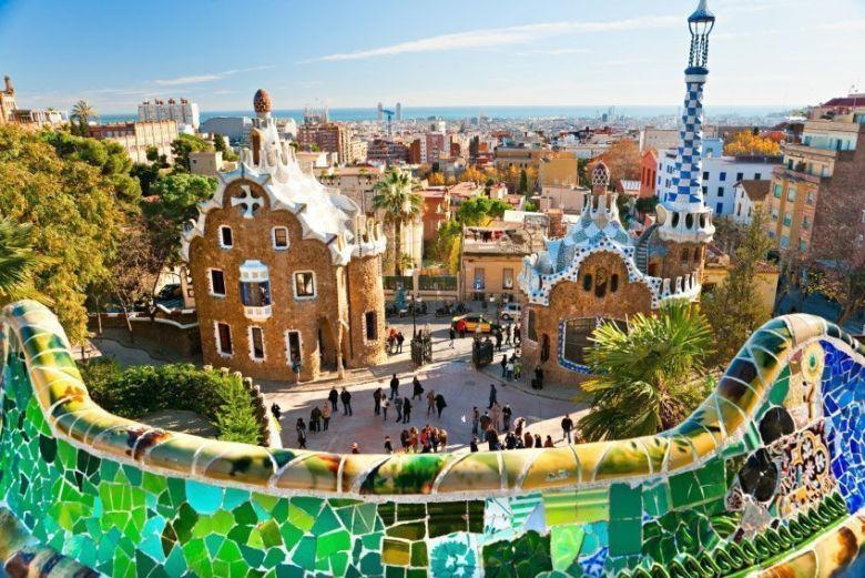 parque guell entrada - 10 atrativos e passeios para fazer em Barcelona – Espanha