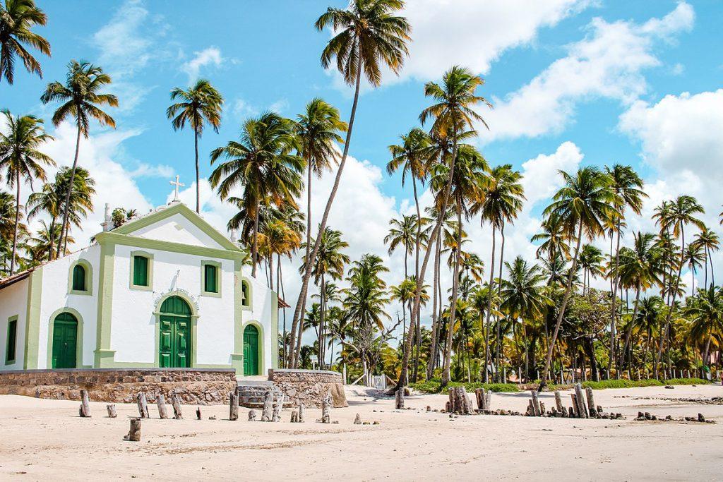 1200px Capela de São Benedito na Praia dos Carneiros Tamandaré Brasil 1024x683 - Porto de Galinhas: Guia completo para suas férias