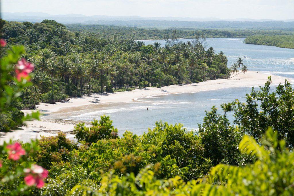 MangabeirasEstoque2Reduzidas 121 1920w 1024x684 - Viagem segura: 10 hotéis para se isolar no Brasil em meio à natureza