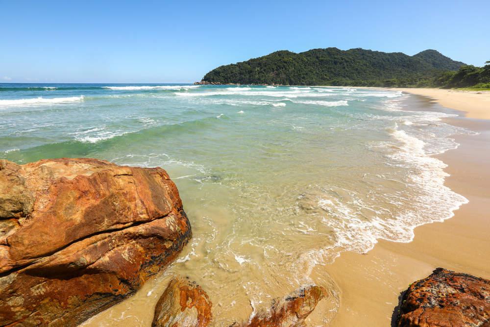 praia brava do camburi - 10 praias tranquilas no Brasil para fugir das aglomerações