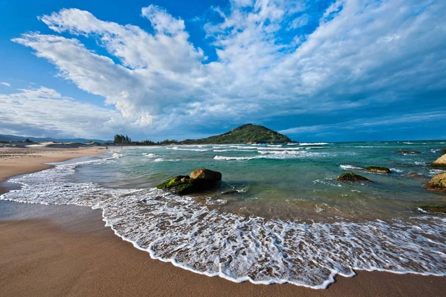 praia da ferrugem garopaba sc 2 copia - 10 praias de Santa Catarina que você deveria conhecer