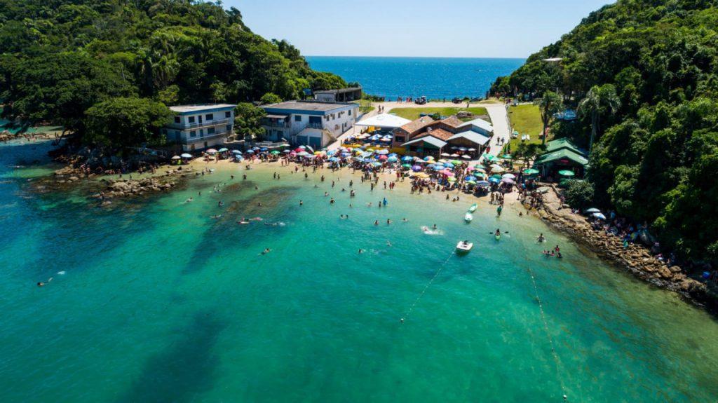 praia da sepultura bombinhas 1024x575 - 10 praias de Santa Catarina que você deveria conhecer