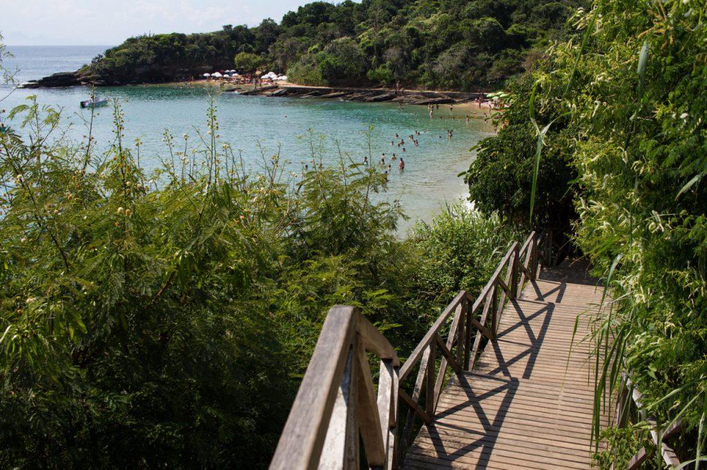 escadaria–praia–da–azeda 1024x682 - Praias de Búzios – RJ [Guia com 8 indicações para sua viagem]