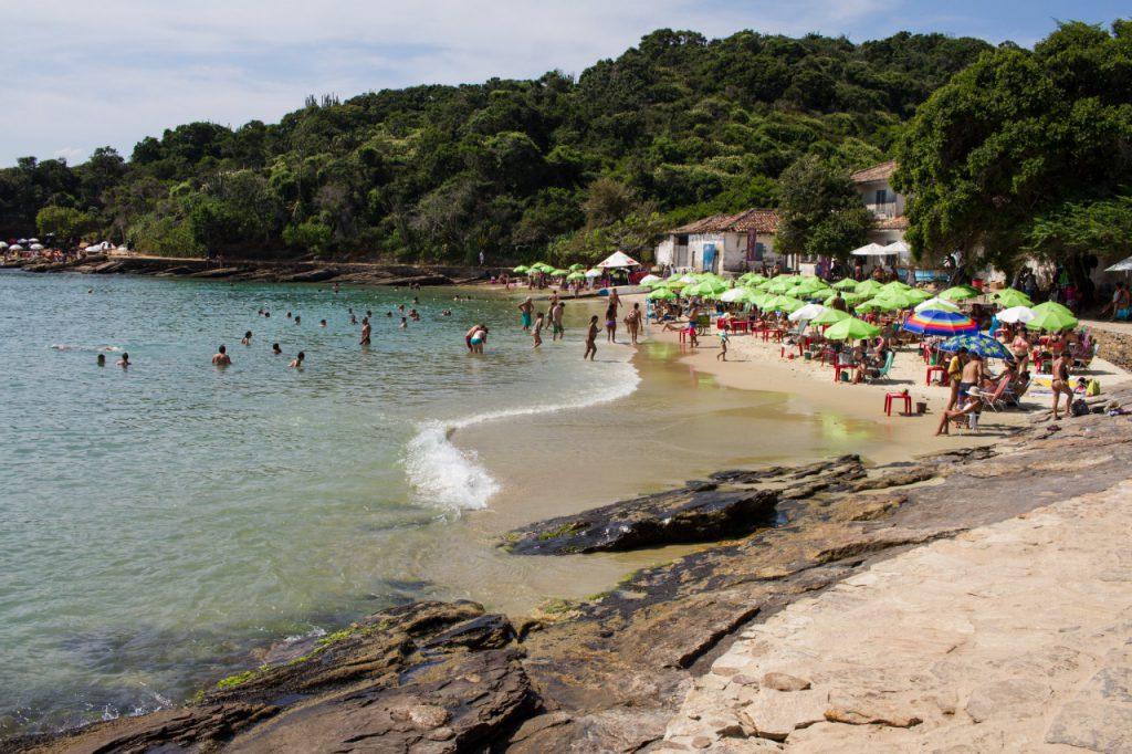 praia–da–azeda–búzios 1 1024x682 - Praias de Búzios – RJ [Guia com 8 indicações para sua viagem]