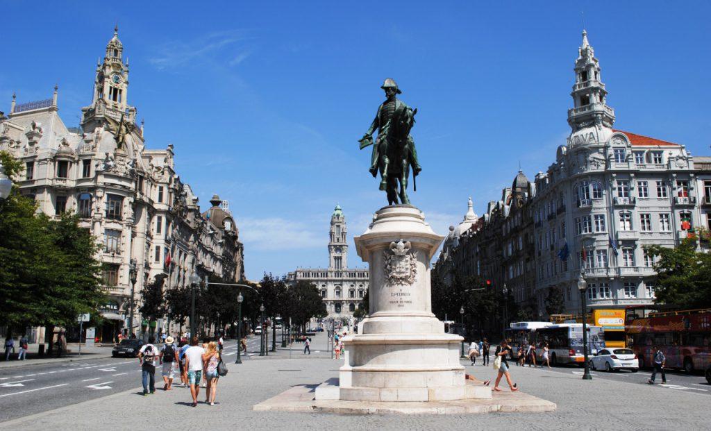Praça da Liberdade Porto 2014 08 20 1024x621 - Porto em dois dias: roteiro prático com os principais pontos turísticos