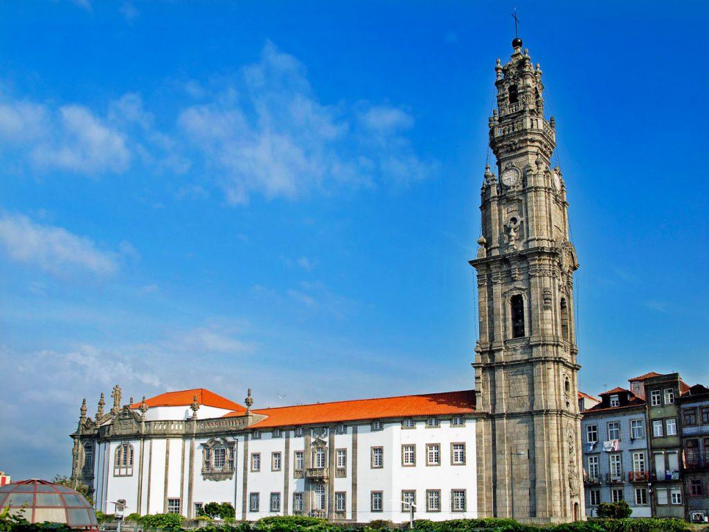 Vitoria Igreja e Torre dos Clérigos 1 cropped 1024x768 - Porto em dois dias: roteiro prático com os principais pontos turísticos
