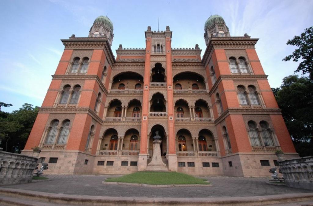 castelo–mourisco 1 - Os 10 castelos mais bonitos para visitar do Brasil