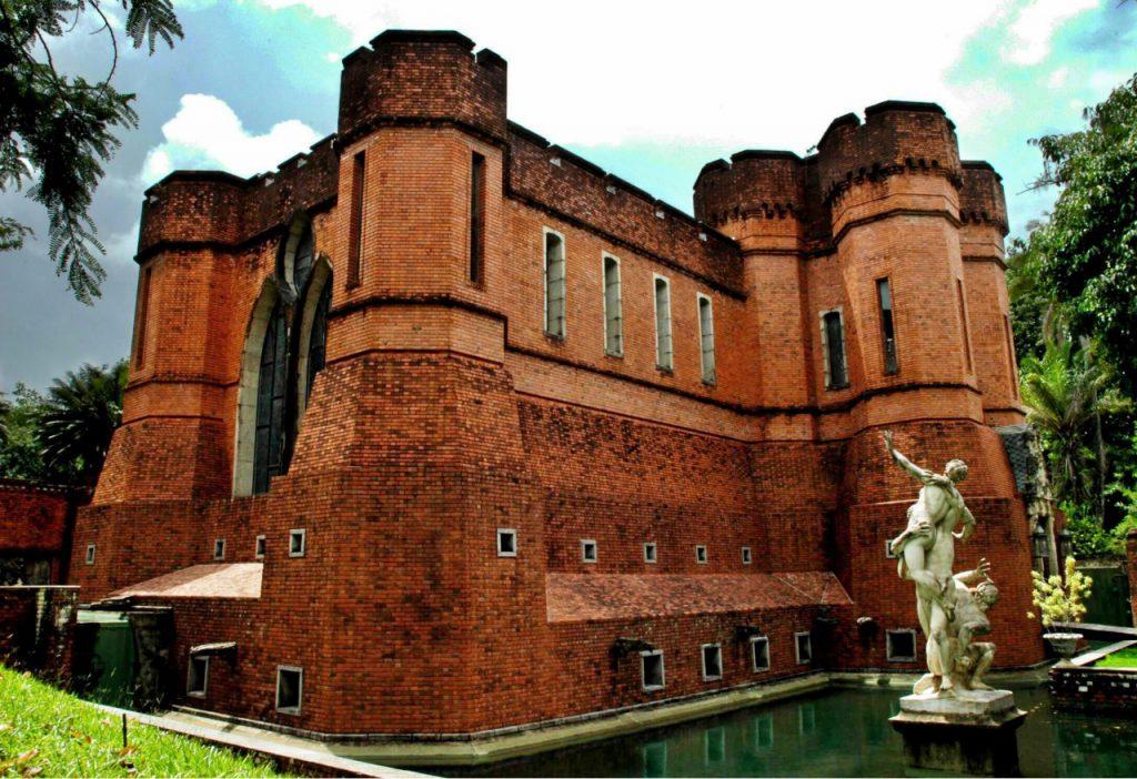 castelo lado crop 1024x702 - Os 10 castelos mais bonitos para visitar do Brasil