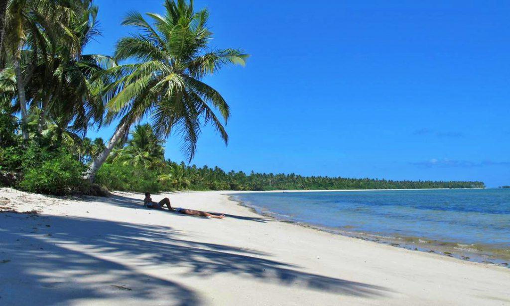 xmorere1.jpg.pagespeed.ic .cUnrB3Ht i 1024x615 - Água morna e cristalina, piscinas naturais, quilômetros de areia branca e coqueiros compõem o cenário paradisíaco de Moreré