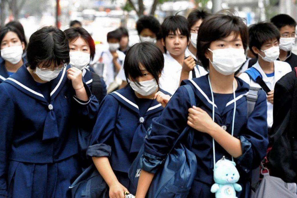 Alunos japoneses usam máscara protetora Foto DPA compressed 1024x683 - 14 curiosidades que provavelmente você não sabia sobre o Japão