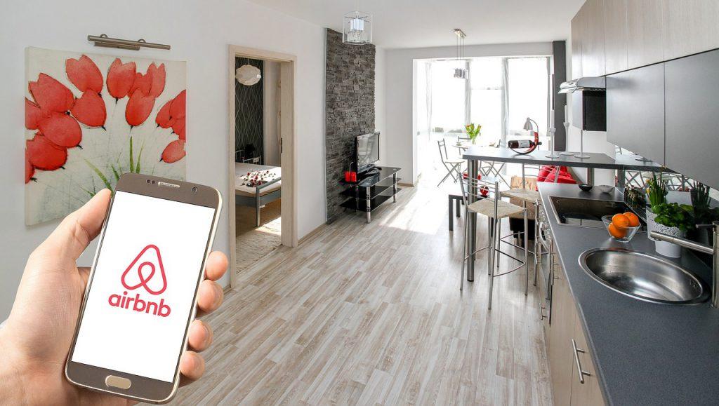airbnb 3399753 1280 1024x579 - Aplicativos de viagem ajudam turistas a traçar rotas, converter taxas de câmbio e até traduzir a própria voz em tempo real.