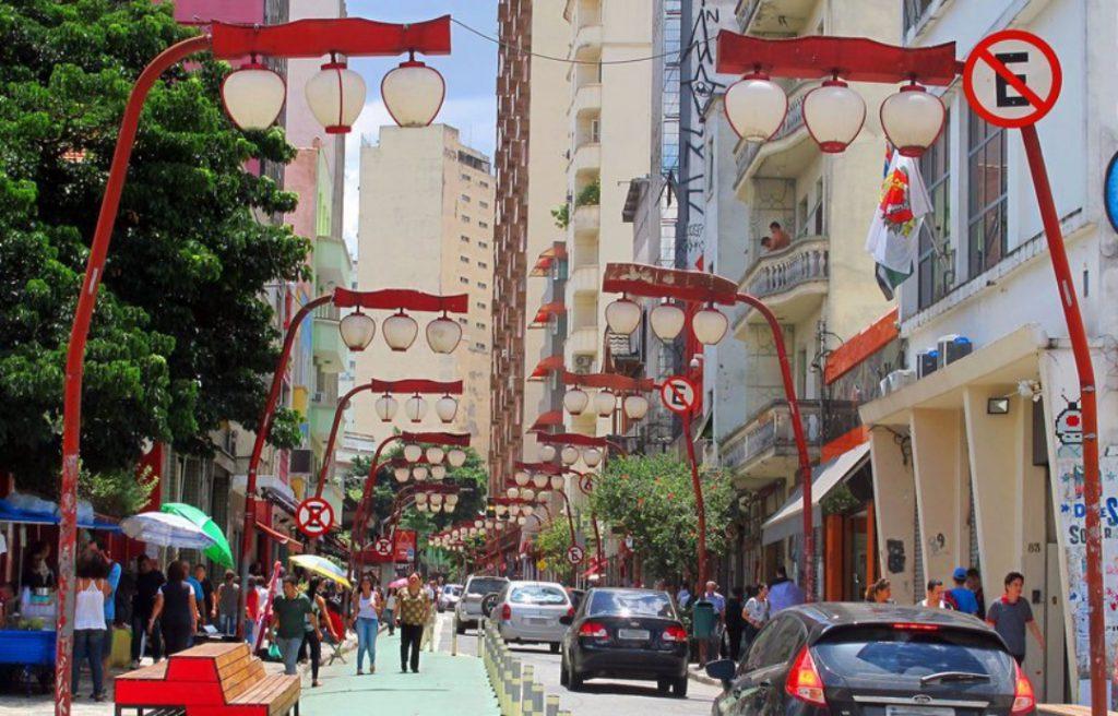 bairro–da–liberdade 1024x656 - 10 dicas de atrativos para sua primeira visita em São Paulo