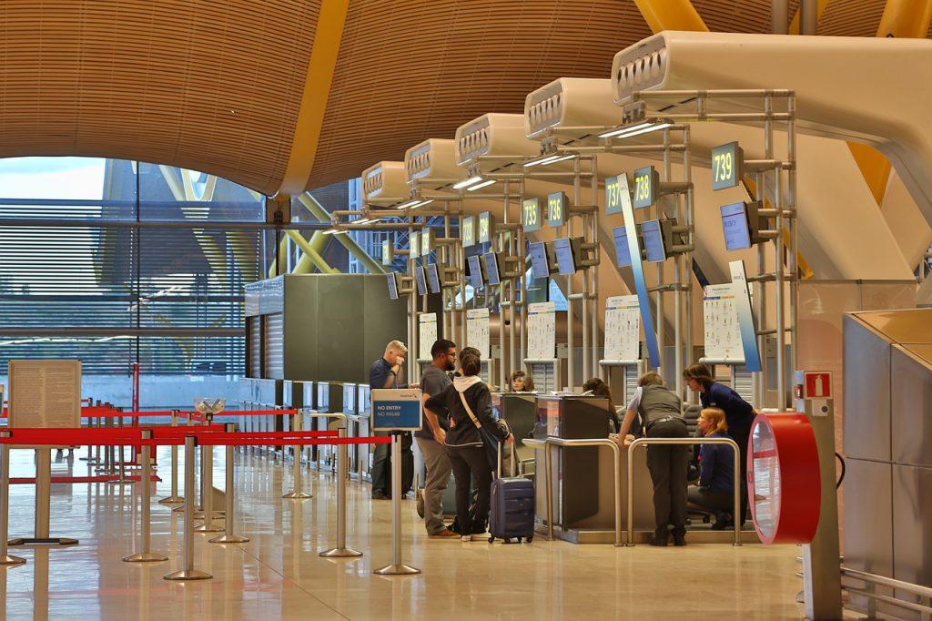 airport 4735067 1280 1024x682 - Veja 5 razões pra nunca mais viajar sem um seguro viagem